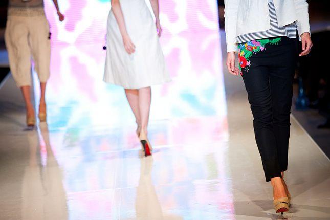 kalocsai motivum on a women's pants