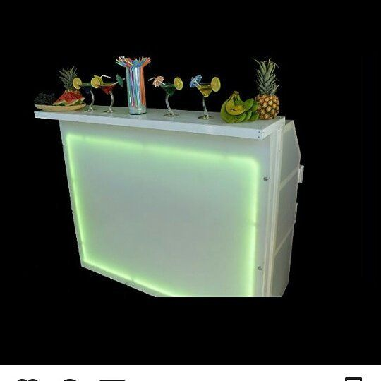 Barra Led plegable mediana color blanca. Altura 1.mts Mesa de trabajo: 1.60 Mts Mesa de trabajo ancho 55 Cm Total de ancho: 1.30 Mts Riel capacidad: 17 botellas. Luces Led de 16 colores y 4 efectos   Información: (0414) 9043836/ naafbartender@gmail.com #bar #barmaid #barman #bartender #cocteleria #restaurant #restaurante #coctel #cocteles #cocktail #drink #CocteleriaCreativa  #drink #cocktails #mixology #mixologo #kit #pour #jigger #macerador #barramovil #caracas #venezuela
