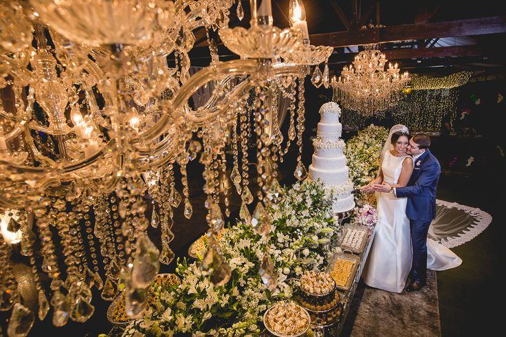 Adoro casamento com decoração rosa e bordô. Acho que dá um aspecto adulto adulto ao rosa, e além disso fica com cara de festa de casamento, sabe?Adorei a combinação, e trouxe algumas inspirações às noivas adeptas das cores: BOUQUETS  ARRANJOS   OUTRAS INSPIRAÇÕES:          imagens …
