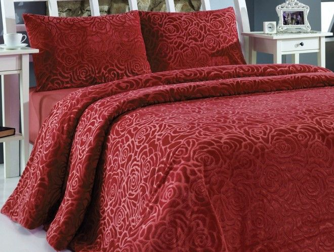 Kırmızı yatak örtüsü modelleri