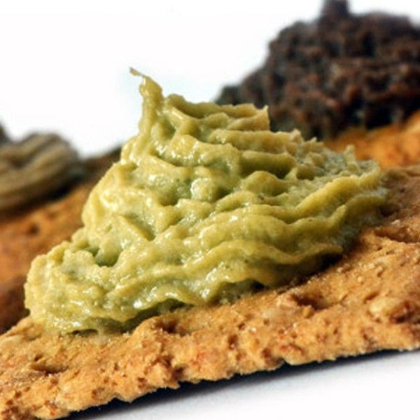 La Crema di Carciofi è composta da una base di carciofi sardi del tipo spinoso, con aggiunta di aromi naturali. Ideale da gustare sul Pane Carasau.