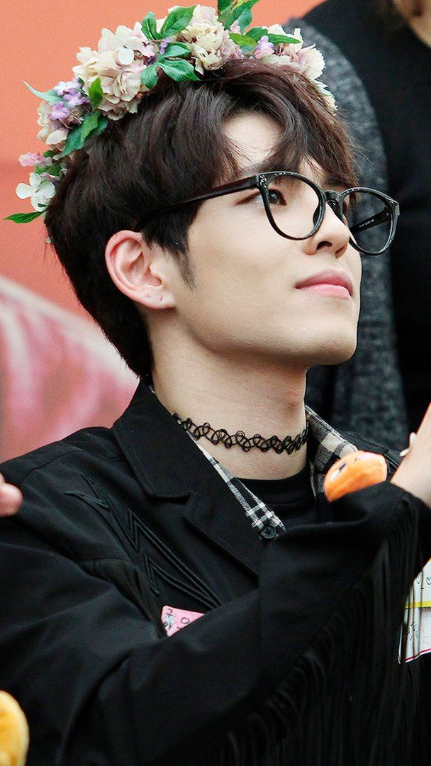 Random Guy In Interview Points Out Wonpil As Favorite Because Most Kpop Idols Look Girly But He Looks The Most Masculine Me Day6 Kim Wonpil Korean Music