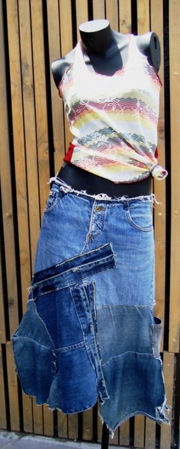 Flor de ropa es una tienda de estilo urbano. Cada prenda es única, con un uso destacado de telas coloridas y diseños novedosos.