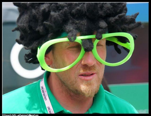 Occhiali - photographic processing (319) - Fotografia di un paio di occhiali verdi fosforescenti in occasione del Giro d'Italia tappa di Pinerolo ...