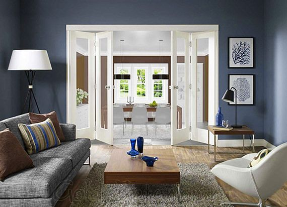 Белые двери + синие стены + коричневые и серые предметы интерьера