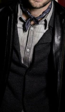 A little touch on the neck.Fashon Men, One Wardrobes, Men Style, Men Fashion, Tom Style, Neckerchief Mens