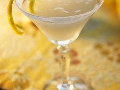 Zitronen-Martini-Drink ist ein Rezept mit frischen Zutaten aus der Kategorie Südfrucht. Probieren Sie dieses und weitere Rezepte von EAT SMARTER!