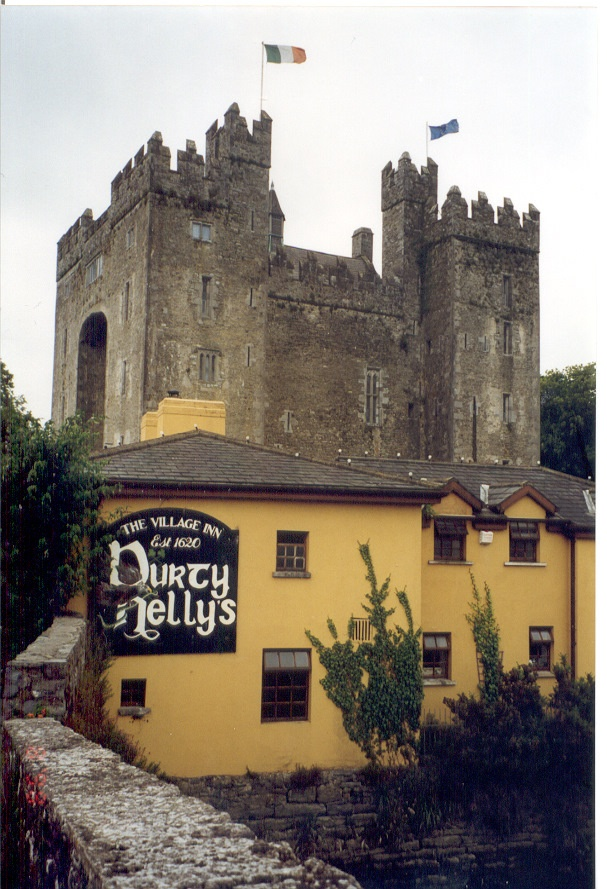 Durty Nelly's Pub and Bunratty Castle, Ireland