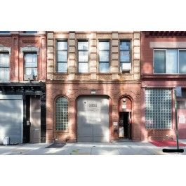 The Kent is a creative loft in a 1900s Williamsburg firehouse that combines old Brooklyn character with modern amenities!
