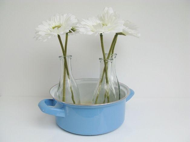 http://de.dawanda.com/product/71670587-Alter-Emaille-Topf-Babyblau-50er-60er-Vintage