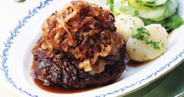 Klassisk svensk pannbiff enligt Leif Mannerströms recept.Serveras med potatis och pressgurka. Recept från bokenMatglädje hela livet.
