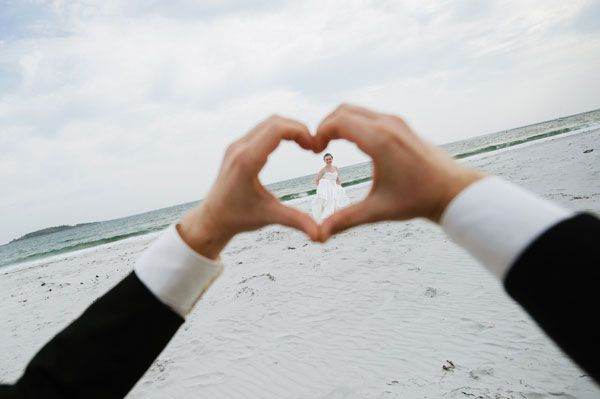 Beach Wedding picture Idea - Adorable way to frame the bride - hand-heart - Wedding picture