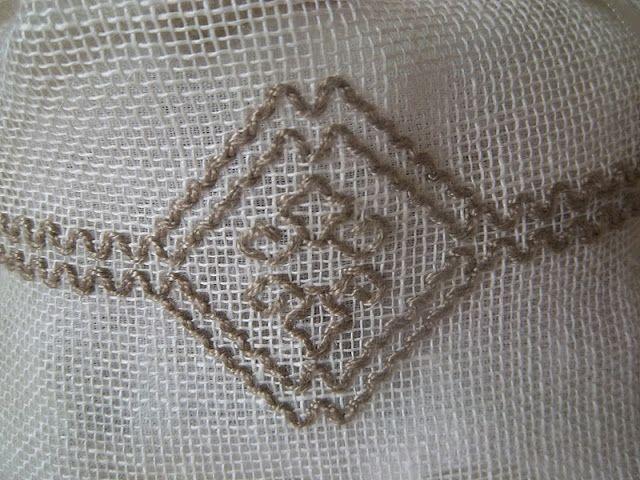 Lavanda e Lillà: Asciugamano di Spugna con Sfilato