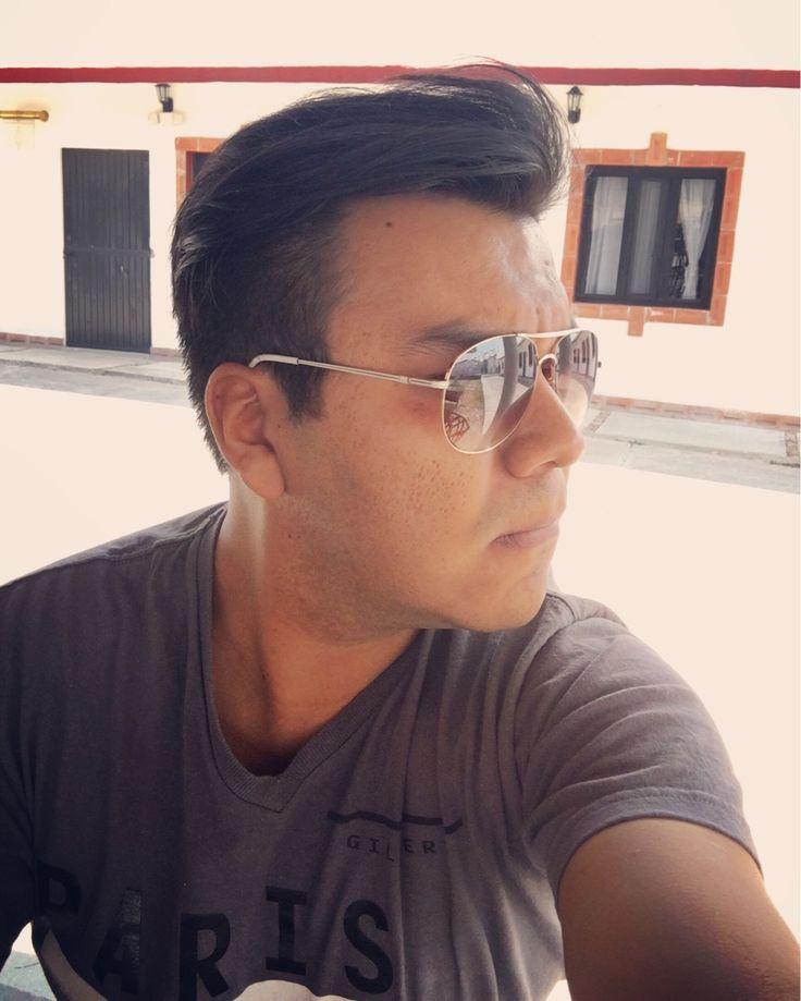 - Kaxio, tómame una foto como que no me doy cuenta...  Tan triste mi vida.   #Selfie #Sunglasses #Tshirt #Gray