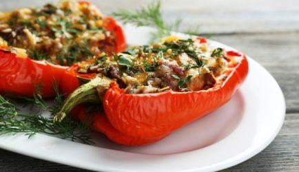 Gevulde (punt)paprika`s Met Pesto En Gehakt recept | Smulweb.nl
