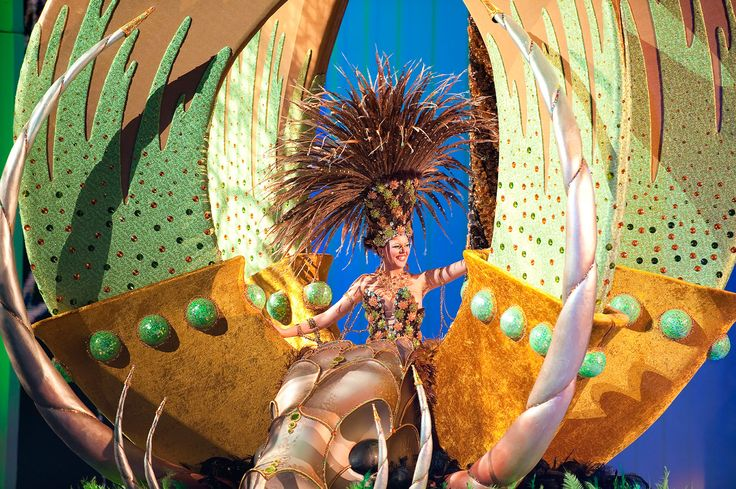 LAS PALMAS - FEBRUARY 25: Irene Valeron Iversen from Canary Islands, performs onstage during the carnival' Queens Gala February 25, 2011 in Las Palmas, Spain.