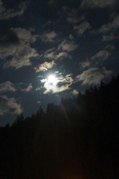Nocne niebo nad Hotelem