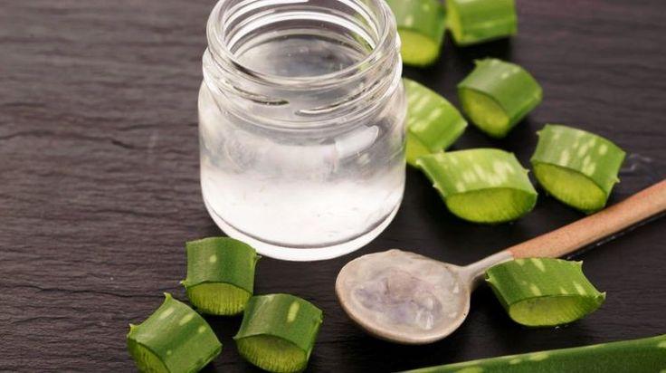 Az aloe verát igazi csodanövénynek tartják, hiszen rengeteg benne a vitamin és az ásványi anyag, külső és belső problémákra egyaránt használhatjuk. Lássuk, milyen problémák esetén érdemes alkalmazni az aloe verát!    Aloe verából készült italt érdemes fogyasztani