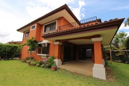 Escazu casas alquiler $3.500 o venta $620.000,// Escazu CR casas venta o alquiler en comunidad con piscina y cancha de tennis.