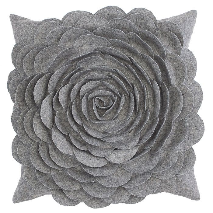 Classy Clutter: Felt Flower Pillow to DIE FOR! {with Tutorial!} :)