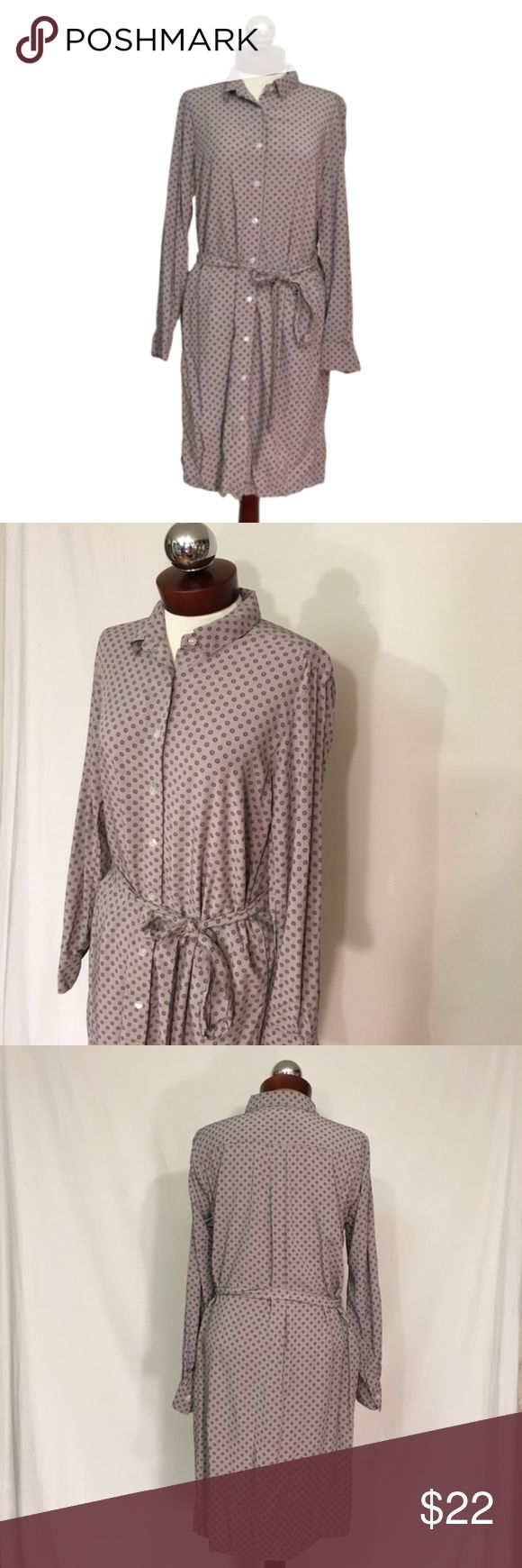 UNIQLO shirt dress printed belted rayon casual M UNIQLO shirt dress printed belted  SIZE M Excellent condition!   Button down front. belted waist. Rayon.   Bust 41 waist 41 hip 49 length 38 Uniqlo Dresses Long Sleeve