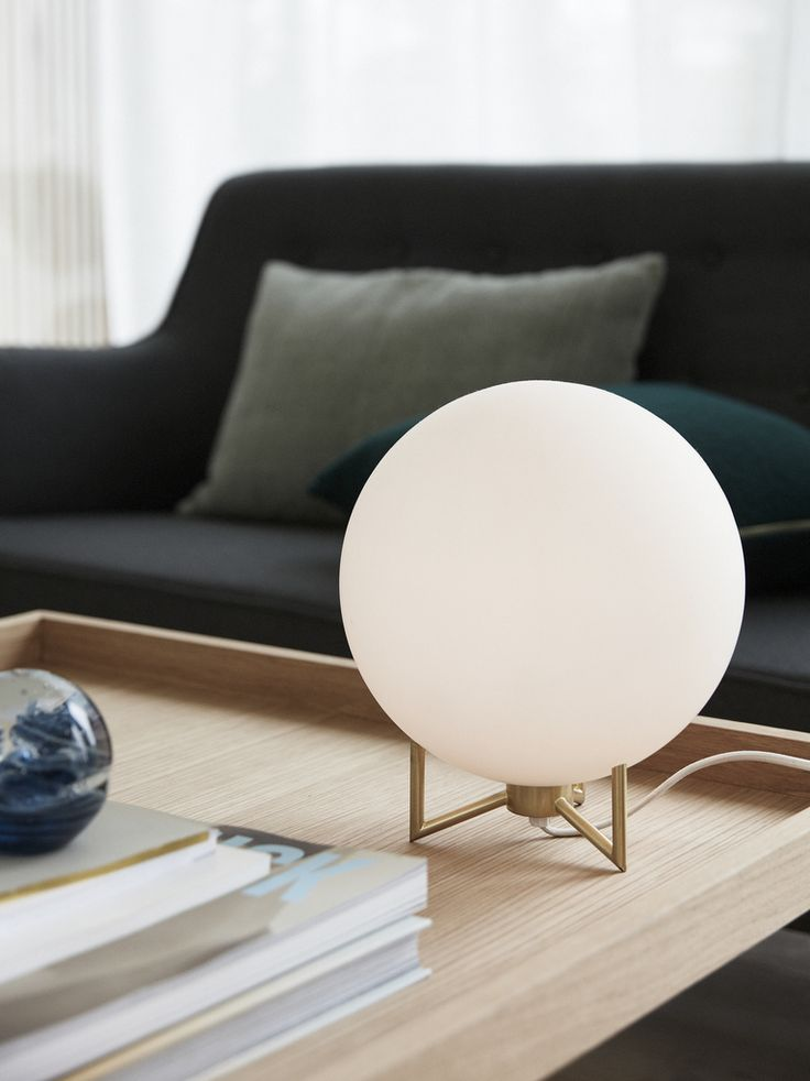 luminaire globe opaline et laiton