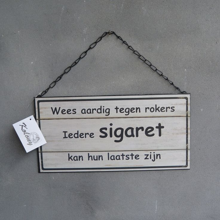 Speciaal voor de rokers. Tekstbord: Wees aardig tegen rokers, iedere sigaret kan hun laatste zijn. Quote.