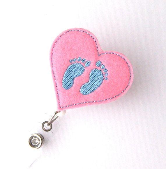 Bebé pies insignia de UCIN trabajo y enfermera por BadgeBlooms