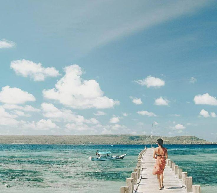 Pantai cantik nan eksotis ini akan membuat kamu terpukau dengan keindahan pantainya, biru dan jernihnya air laut, serta putih bersihnya pasir pantai membuat kita semakin terpesona dengan keindahan alamnya.   Location : Tanjung Bira, Makassar Photo by : @puanindya  www.tukangjalan.com  #tanjungbira #sulawesiselatan #tukangjalan #tukangjalantrip #tukang_jalan #PesonaIndonesia #ExploreNusantara #travelling #indonesia #Tour #liburan #travellingram #travelphotograpy #exploresulawesiselatan…