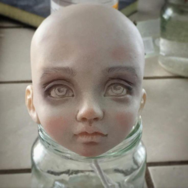 Немного драмы.. вообще образ задумывался другой..но вот какая то готика вылезла#dollsmaker #dollstagram #handmadedoll #ooakdolls #bjd #куклы #кукольник #кукла #авторскаякукла #будеткукла #будуарнаякукла #интерьернаякукла #процесс #пространствокукол #подвижнаякукла #полимернаяглина