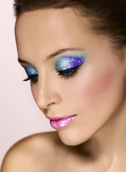 Piękny, niebieski makijaż oka!