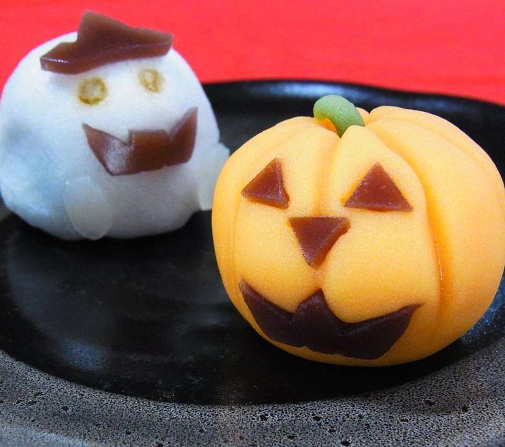 いいね!56件、コメント2件 ― Baigetsu Tamachiさん(@tamachi_baigetsu)のInstagramアカウント: 「ハロウィンの上生菓子 かわいいジャックオランタンとオバケで一服いかがですか? ジャックオランタンは練りきり製、中はかぼちゃ餡。 オバケは上用饅頭製、中はこし餡です。 #和菓子 #ねりきり #上用饅頭…」