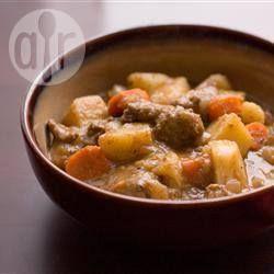 Guiso de carne en la olla de cocción lenta @ allrecipes.com.ar