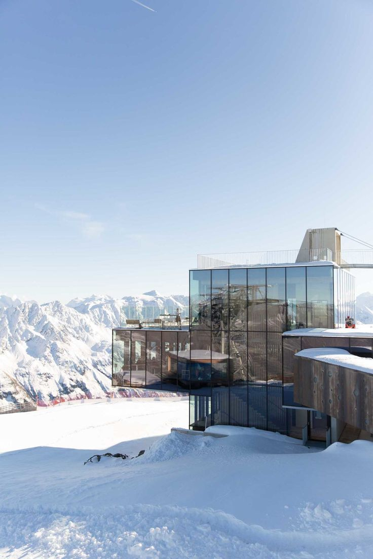 Travel Diary: James Bond Spectre Austria - Sky 007 HD | Bikinis & Passports