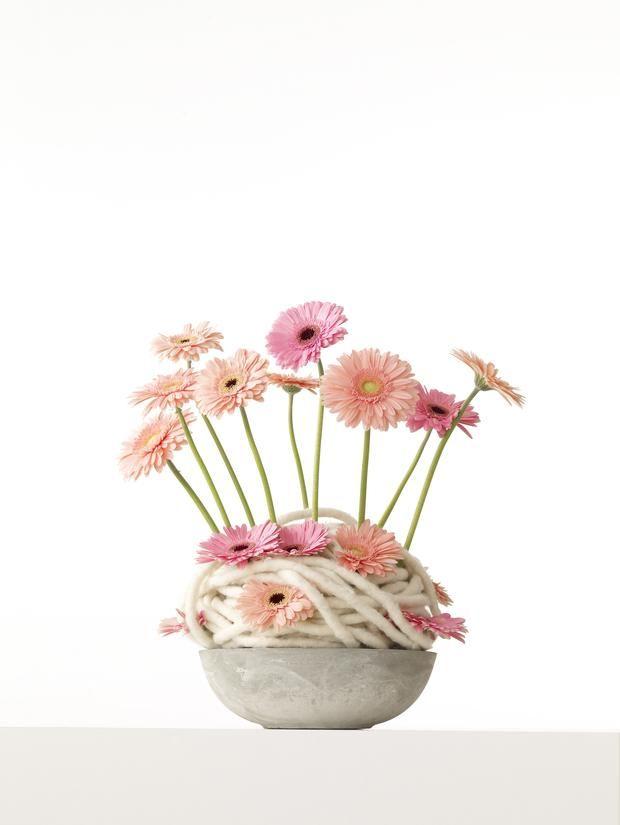 stroiki na komunię, komunia, dekoracje stołu, kwiaty na komunię