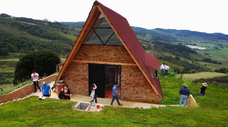Construido en 2016 en ColombiaCONTEXTO.  Vivienda social, vivienda de interés prioritario, vivienda económica, la mitad de la vivienda, son diferentes nombres para el mismo...http://www.plataformaarquitectura.cl/cl/868699/vivienda-social-rural-estacion-espacial-arquitectos?utm_medium=email&utm_source=Plataforma%20Arquitectura