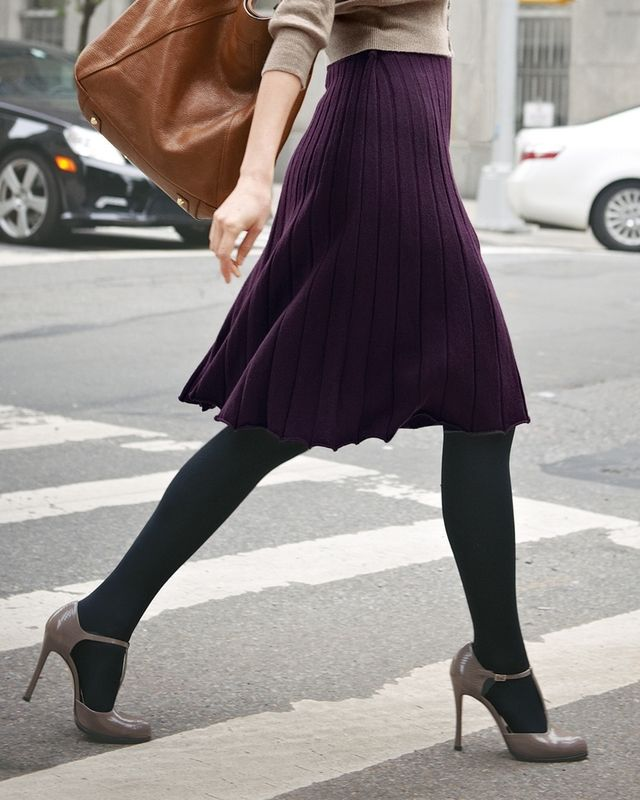 Purple skirt, tights, taupe/grey heels, neutral sweater: very pretty combination…