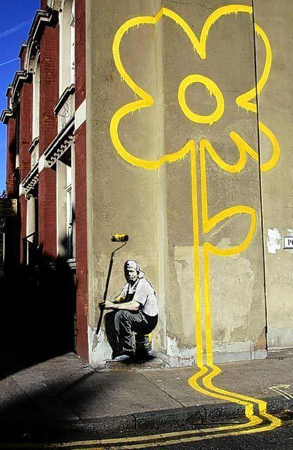 Bansky Yello Flower, Pollard Street, Londres. Banksy est le pseudonyme d'un artiste connu pour son art urbain et également comme peintre et réalisateur. Dissimulant sa véritable identité, Banksy est entouré de mystère. Des spéculations ...