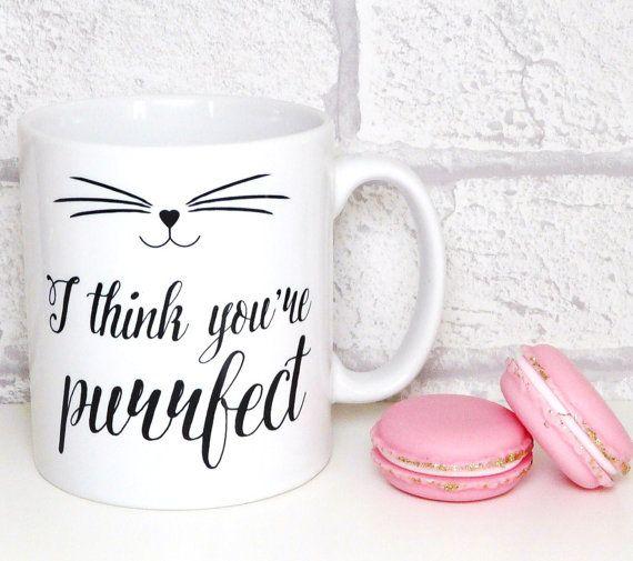Beker kat, ik denk dat je purrfect mok, Kitten mok, kat gezicht, verklaring mok, inspirerende Quote, koffiekopje, Happy mok, UK  Een leuke mok voor de minnaars van de kat met een inspirerende boodschap! Haar/hem vertellen dat ze perfect - gewoon de manier waarop die ze zijn :-)  Mijn mooie kat-ontwerp en de handgeschreven kalligrafie stijl schrijven wordt gekenmerkt, zowel aan de voorzijde en achterzijde van de mok en zou maken een geweldig cadeau voor een vriend in nood!  De ontworpen…