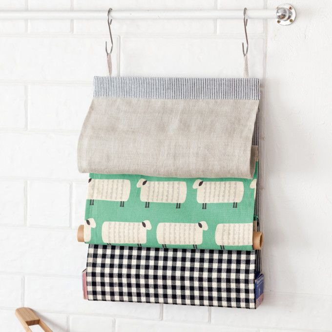 無地、プリント、チェックなど、布地の組み合わせが楽しいラップホルダー。 さっと取り出せるのでキッチンにあるととっても便利です。