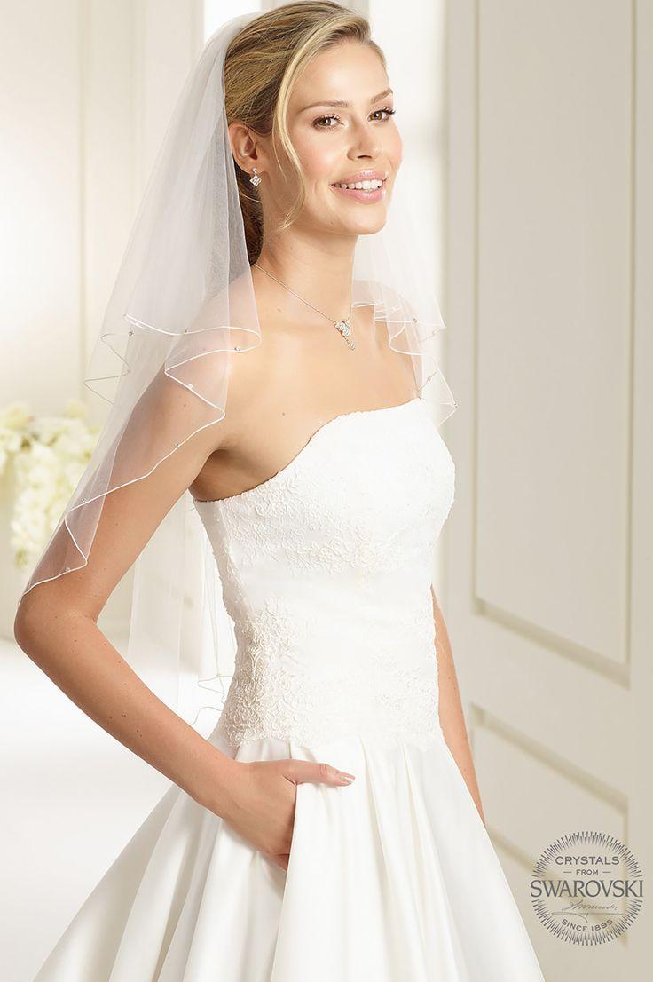 Glamorous veil S159 from Bianco Evento #biancoevento #veil #swarovski #weddingdress #weddingideas #bridetobe