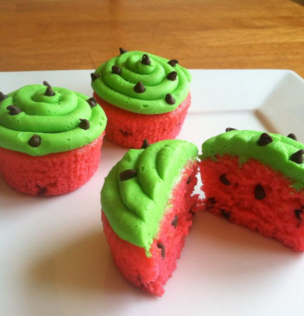 Recipe for Watermelon Cupcakes - Aren't these watermelon cupcakes just the cutest things you've ever seen? Watermelon just shouts SUMMER, doesn't it? Summer BBQ's. Summer Parties.