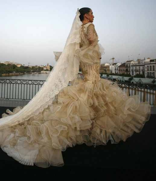 Flamenco Wedding Dress!!! I AM IN LOVE!! PERFECT FOR THE CEREMONY!! <3