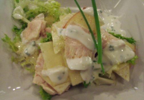 Salmone con fagiolini, pomodori e tropea con panna calda all'erba cipollina | Alice.tv