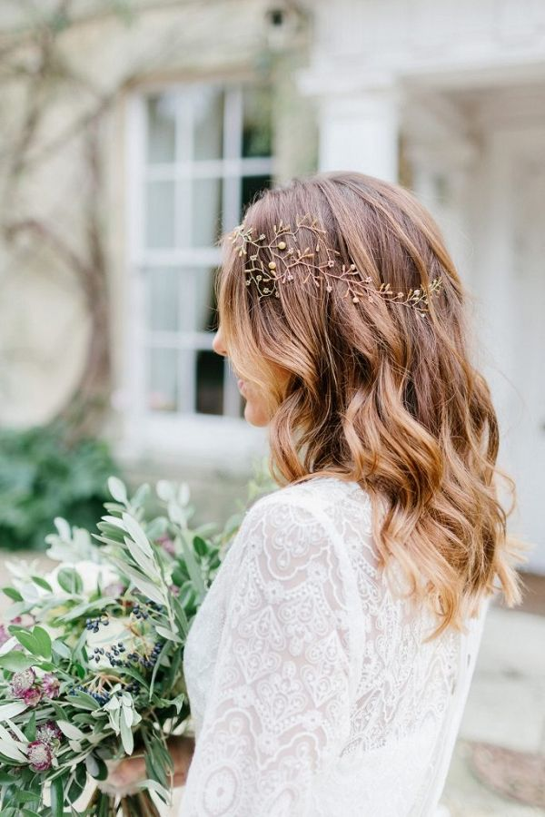 Bridal hair and headpiece details | Ilaria Petrucci Photography on @blovedblog via @aislesociety