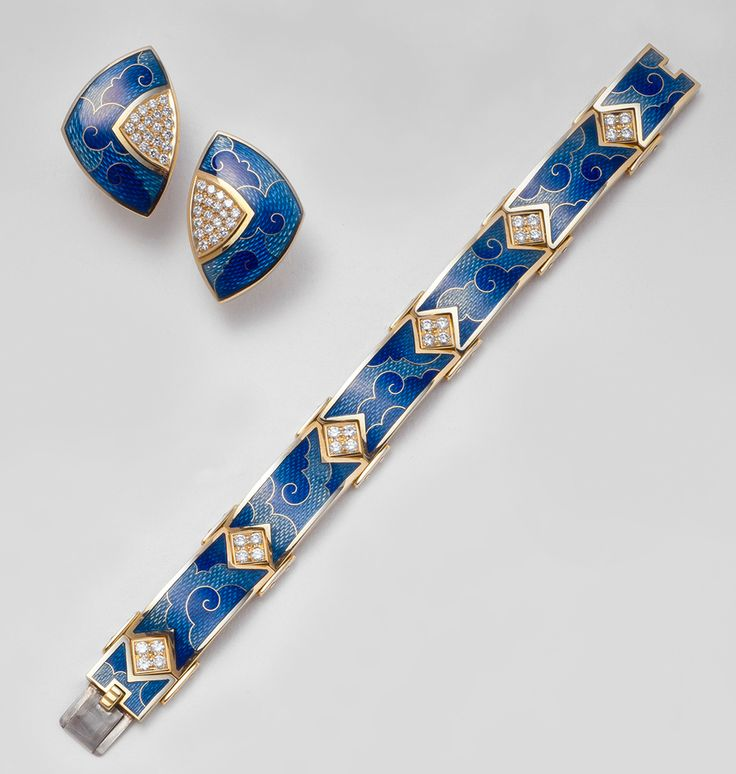 De Vroomen-  ENAMEL COLLECTION Colour choice  Another example of our cloisonné enamel.  This bracelet and earclips in shades of blue, can of course be commissioned in other colour combinations.