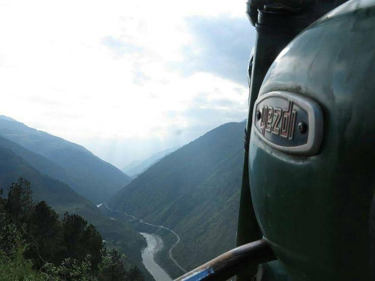 Yezdi 250cc  Photo courtesy of @2_stroke_traveller -  More photos on - http://ift.tt/1MOOLiU (Link in Profile) | #jawa | #jawamotorcycles.com | #idealjawa| #2stroke | #chrome | #Cz | #biker | #motorcycles | #imtheindianbiker | #yezdi | #yjoci | #retro | #czech | #vintage | #vintagestyle |#india | #motorbike | #caferacer | #bikeporn | #instamotogallery | #dirt | #bike | #picoftheday | #gopro | #motocross | #motorcycleyard |