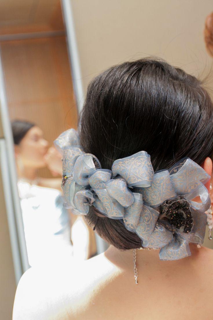 ドレスに合わせて、リボン選びから行いお作りしたヘアードレス