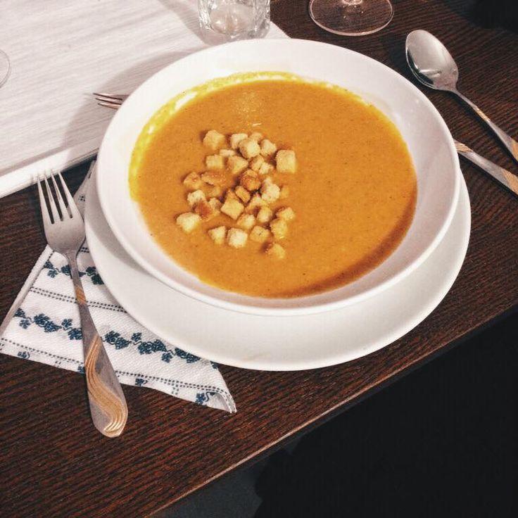 Kókuszos, currys répakrémleves az őszi hangulat fokozására