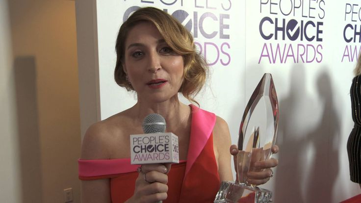 Sasha Alexander Accepts the People's Choice for Favorite Cable TV Actress